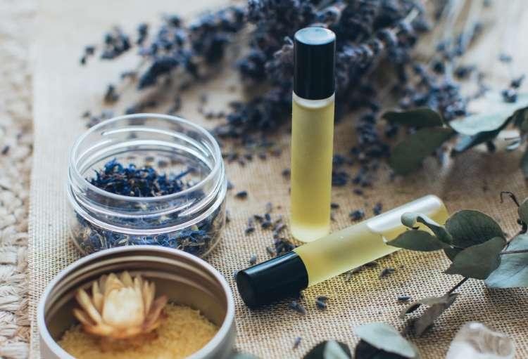 valuxxo, elementi essenziali naturali per la cura della pelle degli uomini